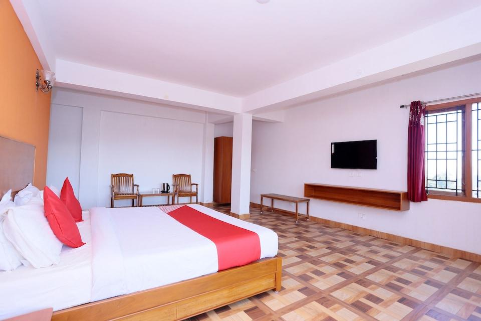 OYO 28038 Hotel Kayzee & Restaurant, Lal Chowk Srinagar, Srinagar