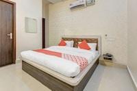 OYO 28040 Hotel Cg Inn