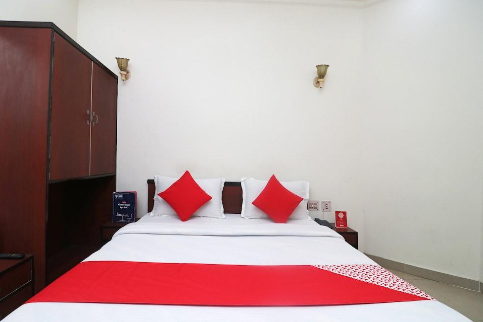 OYO 28053 Hotel Gayatri Palace, Shilpgram, Agra