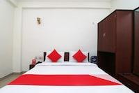 OYO 28053 Hotel Gayatri Palace