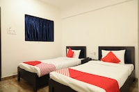 OYO 28069 Hotel Leo Star