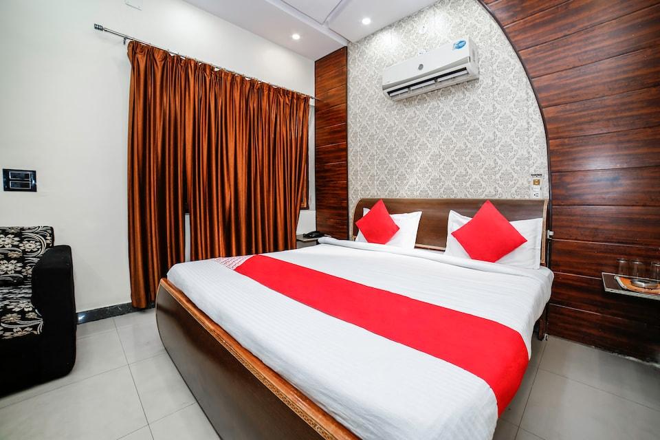 OYO 28071 Hotel Prakash Regency