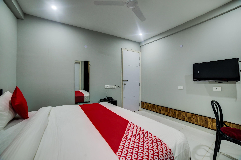 OYO 28073 Shiva Residency