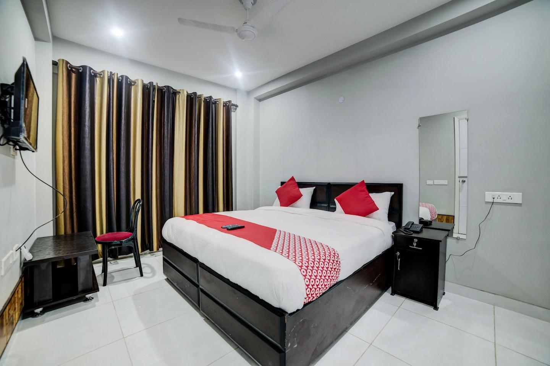 OYO 28073 Shiva Residency -1