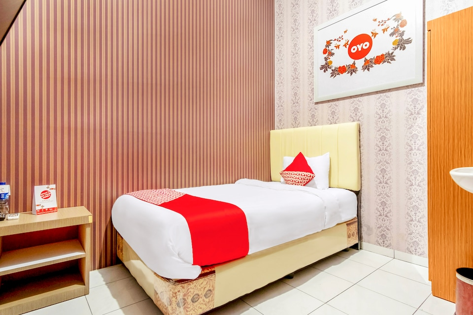OYO 359 Executive Inn
