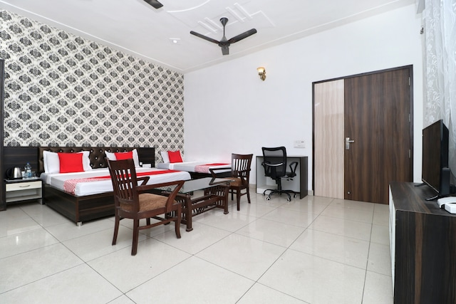 OYO 28081 White Hills Guest House Deluxe