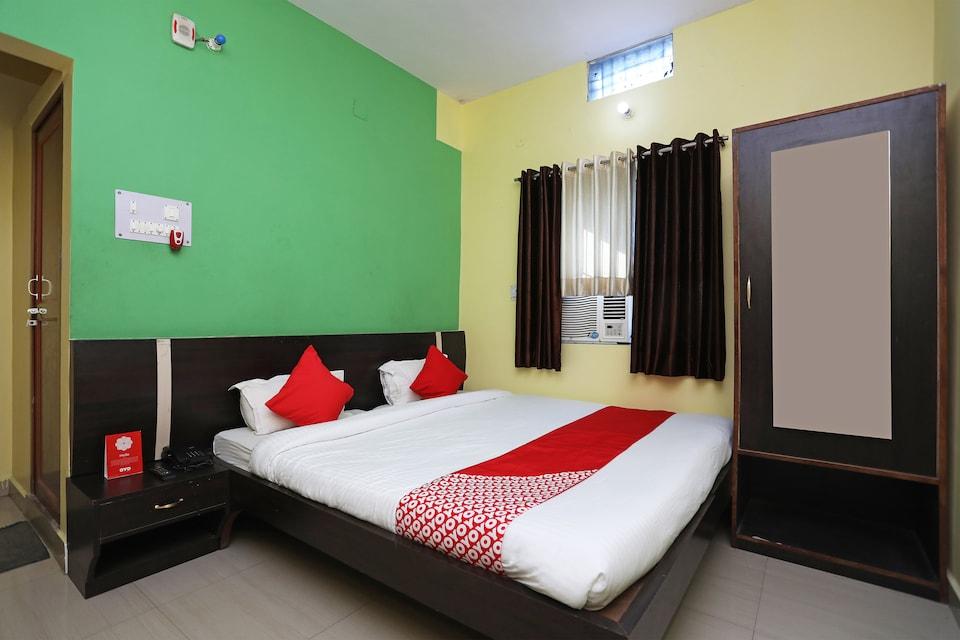OYO 28096 Hotel Chanakya Vihar