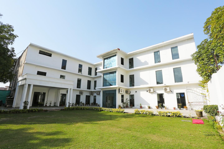 OYO 28118 Rajvanshi Palace -1