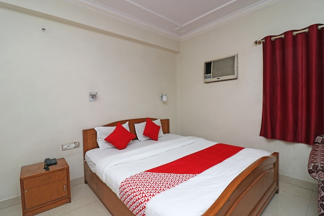 OYO 28130 Hotel Shiva Saver