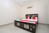 OYO 28163 B4 Guest House Deluxe