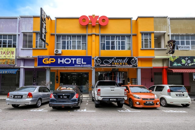 OYO 705 Golden Pearl Hotel