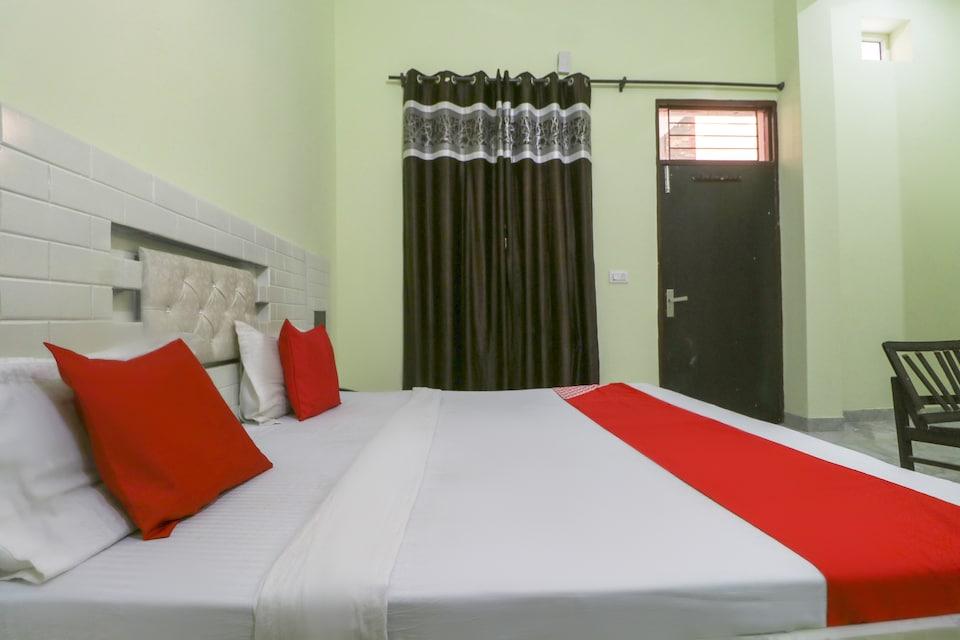 OYO 28205 Hotel Moonlight