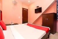 OYO 28225 Hotel Lions Den