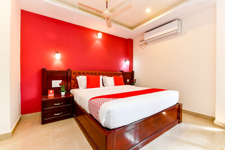 OYO 28276 Harshavardhana Inn -1
