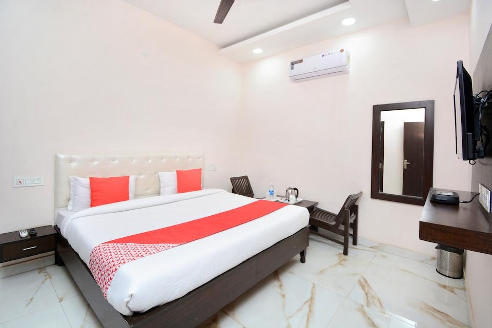 OYO 28282 Hotel J J Crown, Zirakpur, Zirakpur