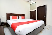 OYO 28282 Hotel J J Crown