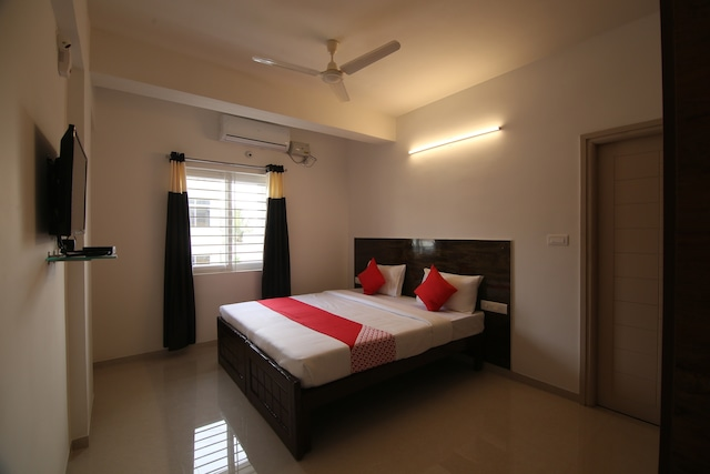 OYO 28285 Maruthi- Luxury Rooms