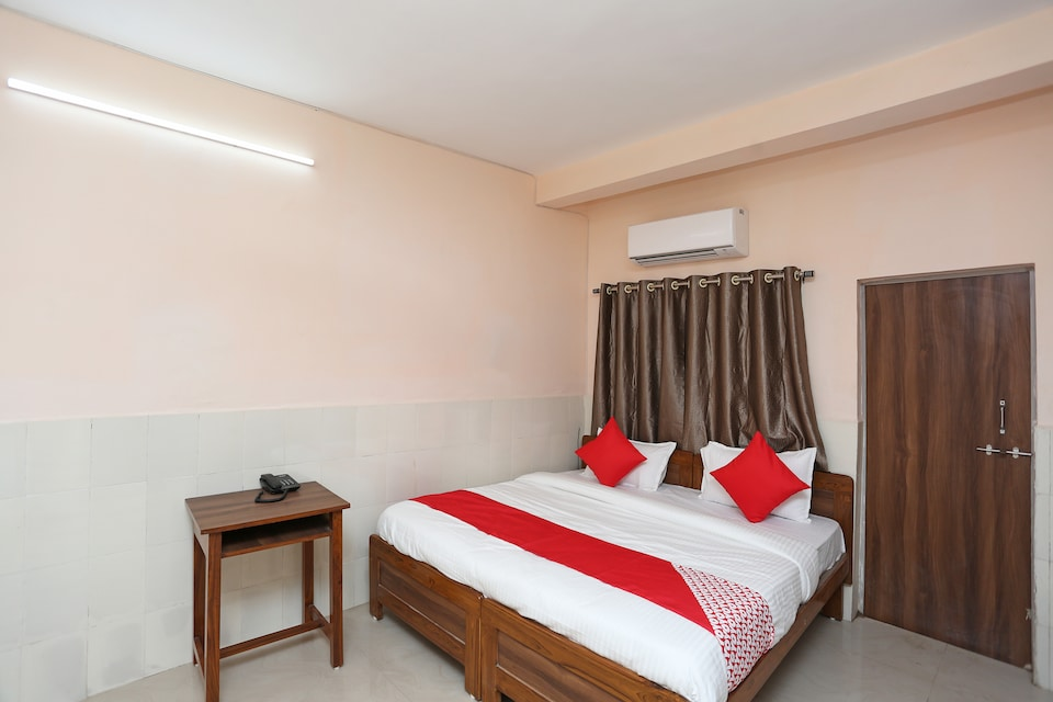 OYO 28290 Hotel Royal Palm