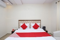 OYO 28302 Hotel Welcome Banquets And Room