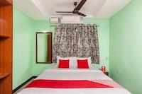 OYO 28343 Madurai Velnachiyar Guest House