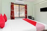 OYO 28353 Hotel Nandanvan