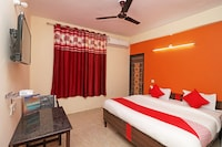 OYO 28366 Hotel Melizone Inn
