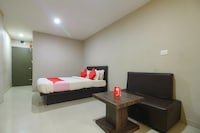 OYO 28370 Begonia Residency
