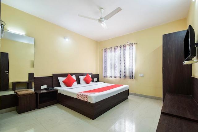 OYO 28417 Hotel Gopi Vallabh