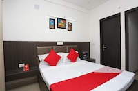 OYO 28422 Hotel New Taj Deluxe