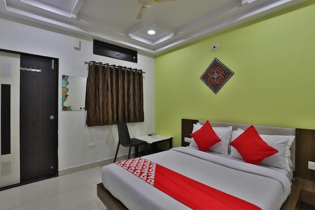 OYO 28441 Hotel Ashirwad Saver