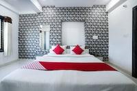 OYO 28561 Hotel Kajal