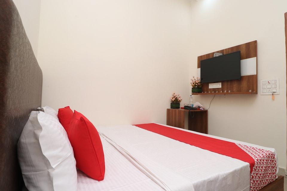 OYO 28575 Hotel J&B