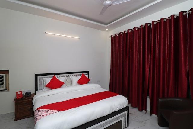 OYO 28576 Laxmi Residency
