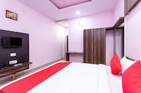 OYO 28591 Hotel Madur Milan Garden