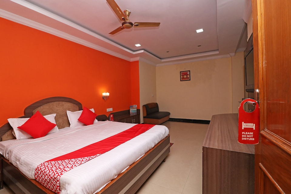OYO 28609 Hotel Amar Palace