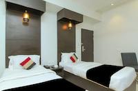 Capital O 28615 Hotel Crossroad Deluxe