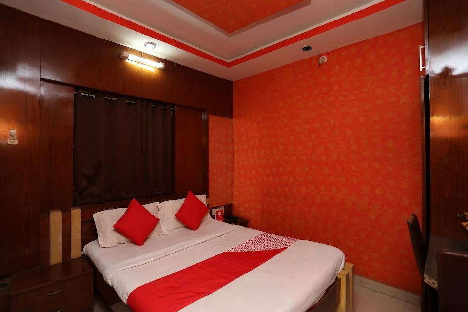 OYO 28644 Hotel Nilanjana