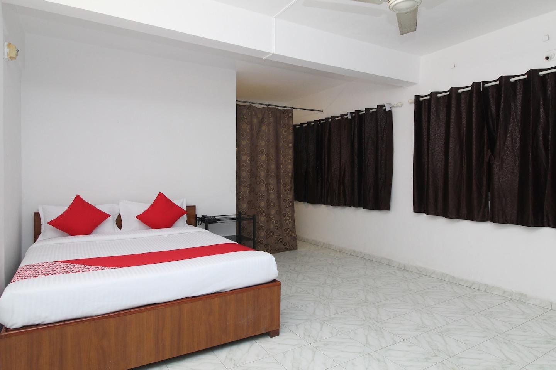 OYO 28656 Hotel Vijay Palace -1