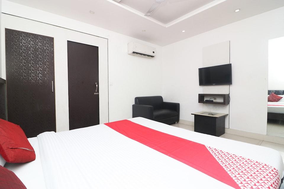 OYO 28660 Hotel Golden Inn