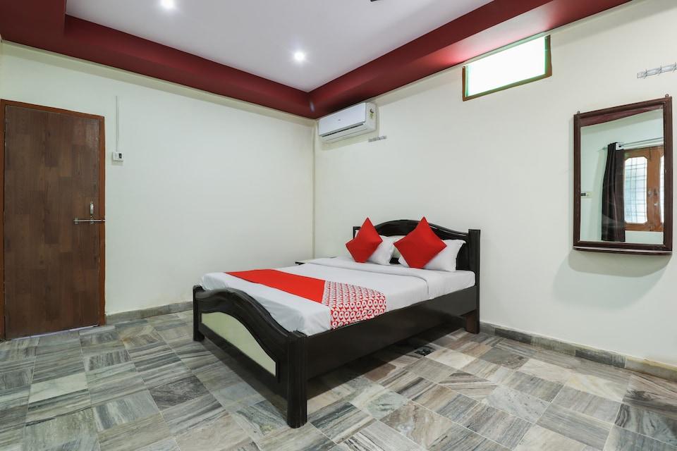 OYO 28668 Hotel Shiv Ganga