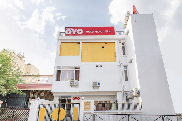 OYO 28691 Hotel Golden Star