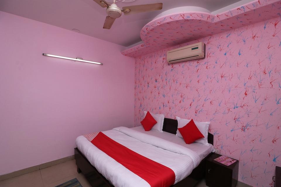 OYO 28694 Hotel Parikshit Palace
