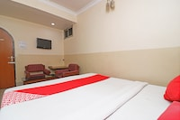 OYO 28732 Hotel Classic