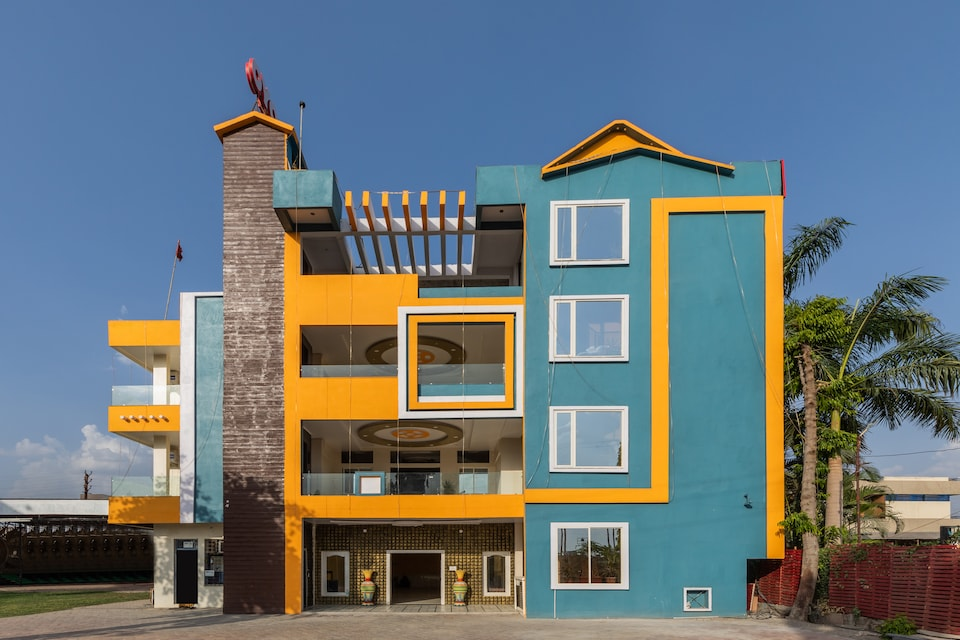 OYO 28791 Hotel Ghunghat Garden, Ujjain Indore Road, Ujjain