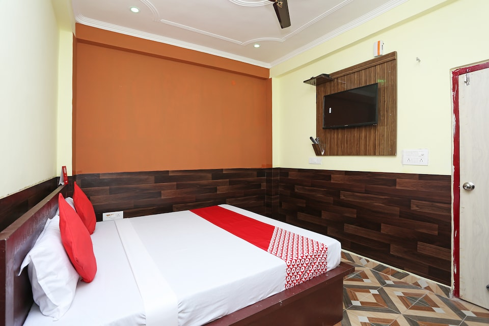 OYO 28801 Radhika Guest House