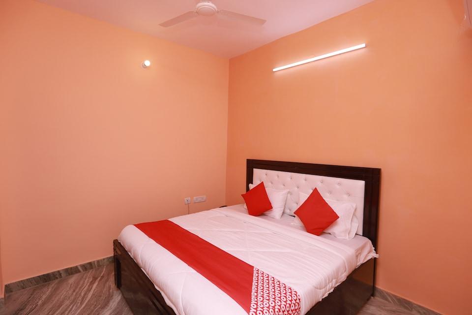 OYO 28805 Hotel Silverline Residency