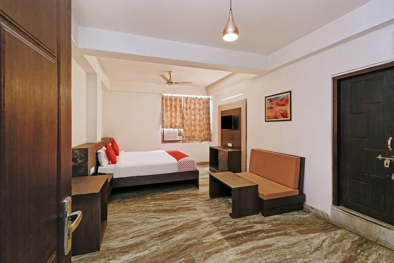 OYO 28861 Luxurs Hotel -1