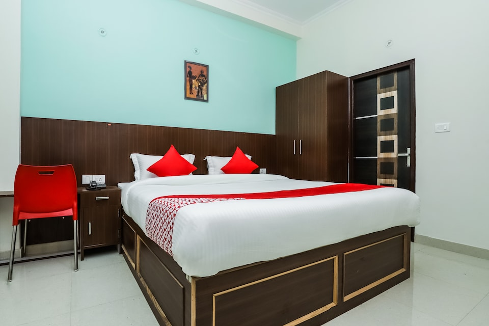 OYO 29022 Golden Imperial, Greater Noida, Noida
