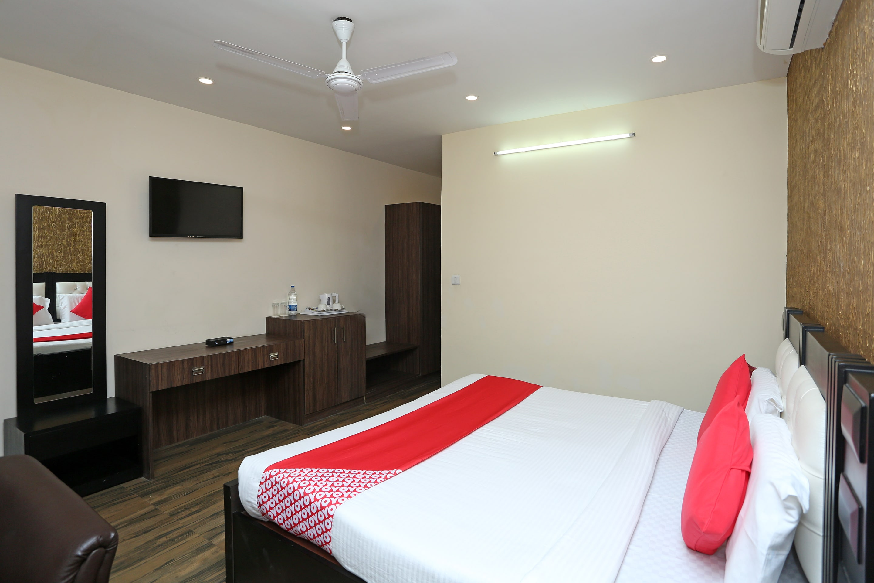 Hotel Gallarey OYO 29173 The Grand, Jammu