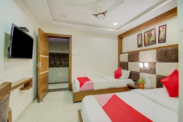 OYO 29191 Hotel Devamrit